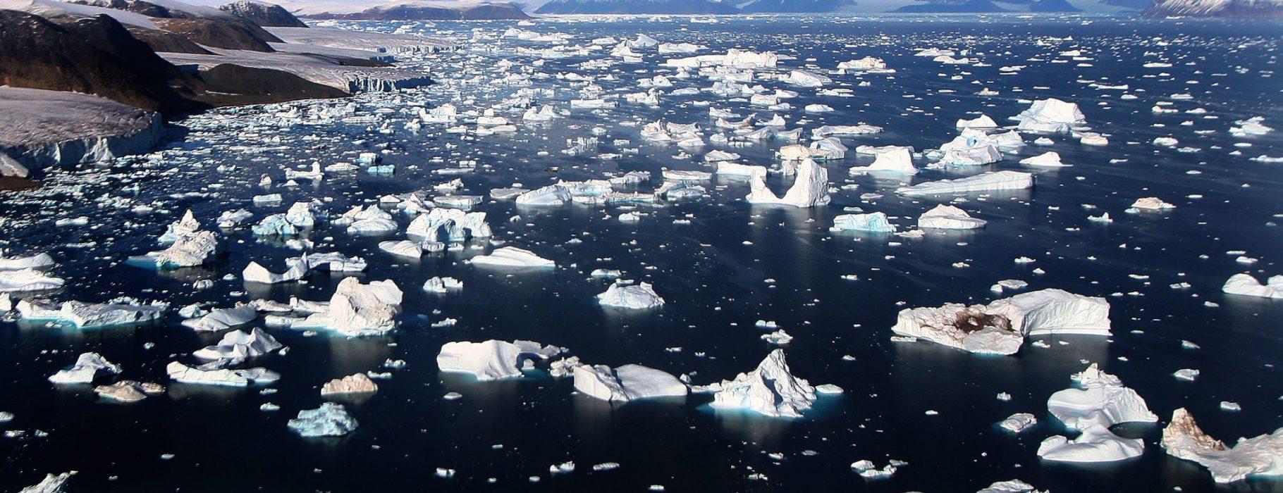 Glaciers_and_Icebergs_at_Cape_York
